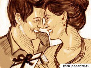 Женщина дарит любимому подарок на День святого Валентина