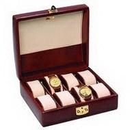 Наручные часы и шкатулка для их хранения