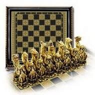Подарочные шахматы с золотыми фигурами