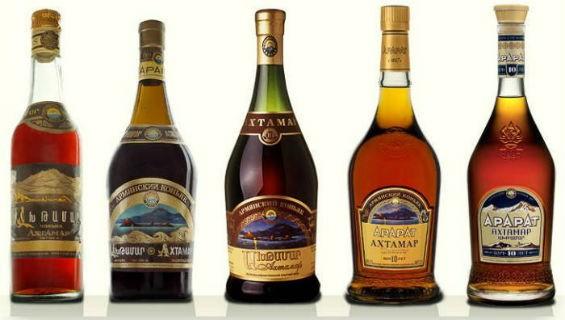 Разные бутылки с коньяком