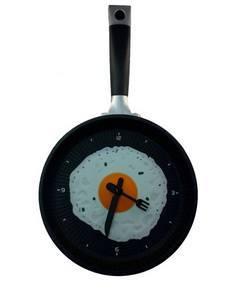 Часы яичница на сковороде