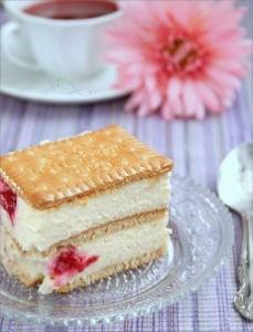 Двухслойный торт без выпечки с печеньем