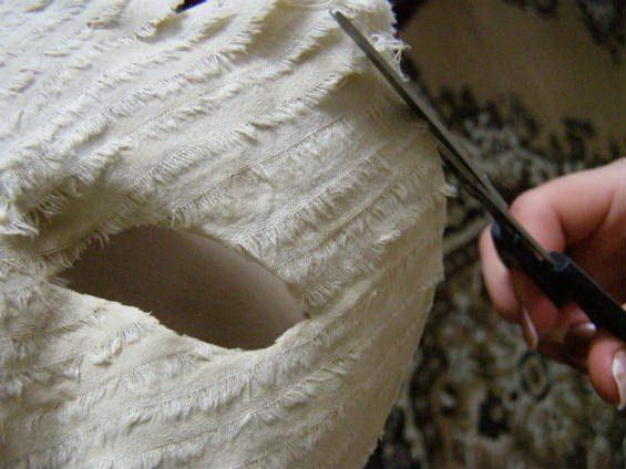 Обрезаем лишнюю ткань