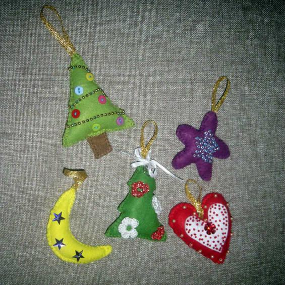 Елочные игрушки из фетра, сделанные своими руками