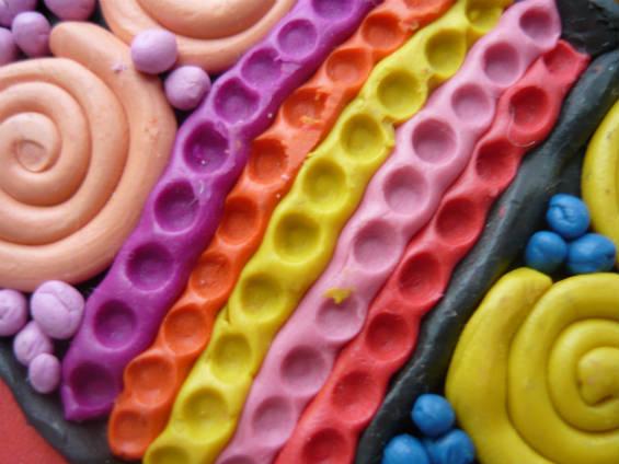 Оригинальный элемент декора бабочки из пластилина - полоска с углублениями