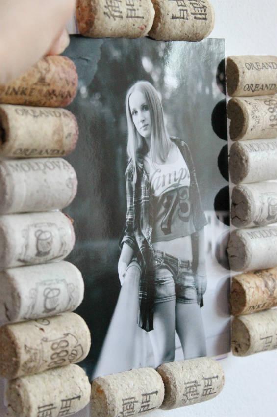 Рамка для фотографии из винных пробок