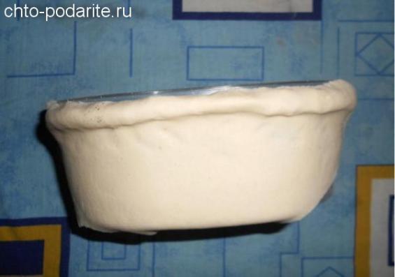 Оберните посуду слоеным тестом