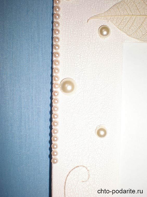 Края рамки декорируем жемчужными полубусинками