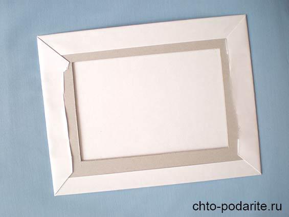 Приклеиваем лист бумаги ко второй заготовке