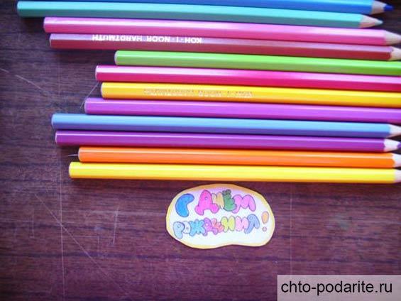 Раскрашиваем буквы цветными карандашами