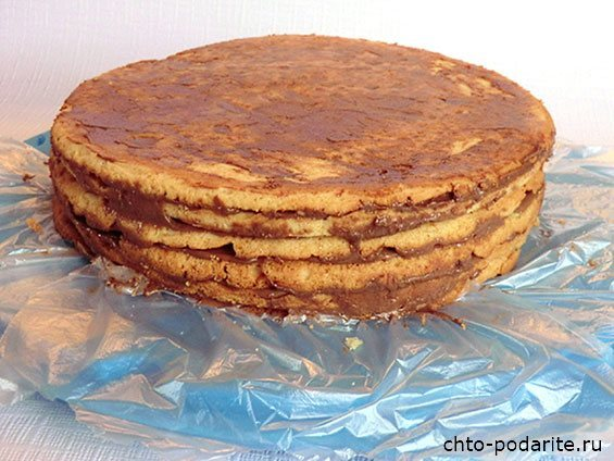 Приготовление многослойного песочного торта с шоколадным кремом - шаг 13