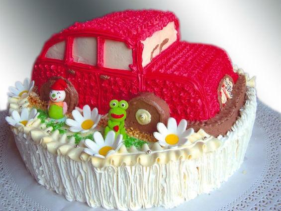 Необычный торт в форме автомобиля