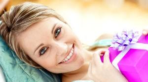 Полезные советы и рекомендации по выбору подарка для женщины