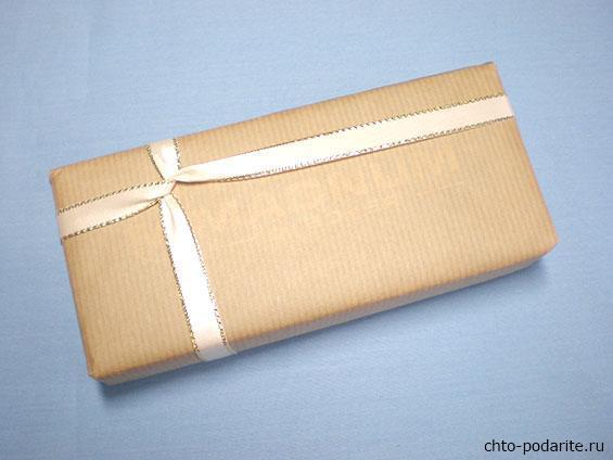 Простая упаковка подарка на Новый год, шаг 4