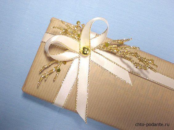 Простая упаковка подарка на Новый год, шаг 6