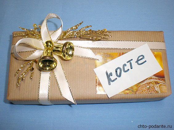Простая упаковка подарка на Новый год, шаг 8