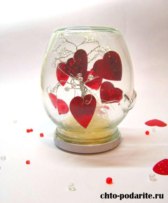 Дерево с сердечками для влюбленных