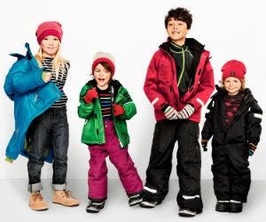 Как выбрать одежду в подарок ребенку