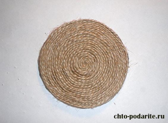 Круг картона, обмотанный нитью
