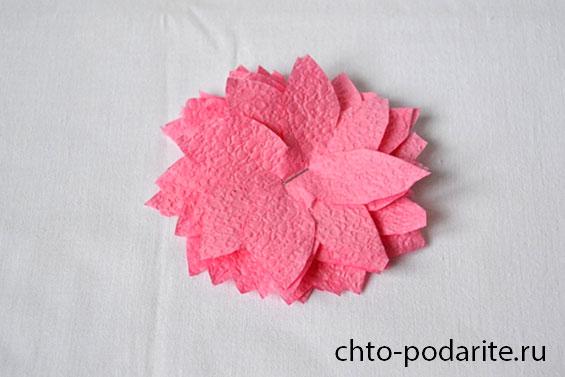 Делаем розу из розовой салфетки
