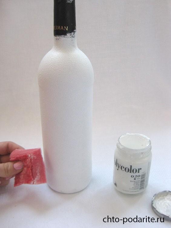 Наносим белую основу-грунт при помощи чистой губки