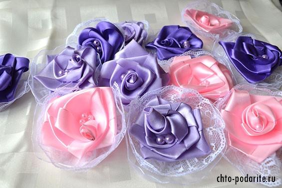 Атласные розы с бусинками