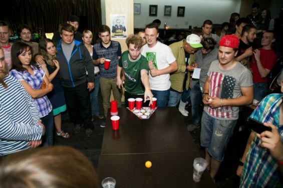 Игра в Beer Pong