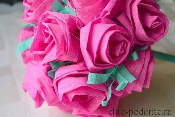 Обклееный розами шар