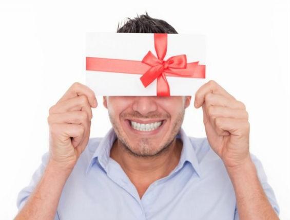 Что подарить малознакомому мужчине?