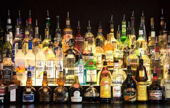 Можно ли дарить алкоголь?