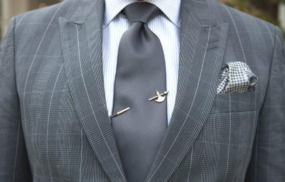 Можно ли дарить булавку для галстука?