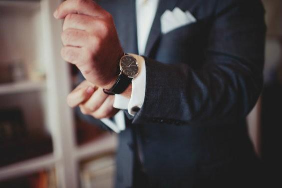 Можно ли дарить часы начальнику?