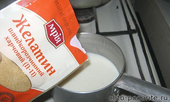 Желатин растворяем в теплом молоке