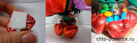 оклеиваем конфетами в виде сердечек или любыми другими конфетами с плоским краем баночку
