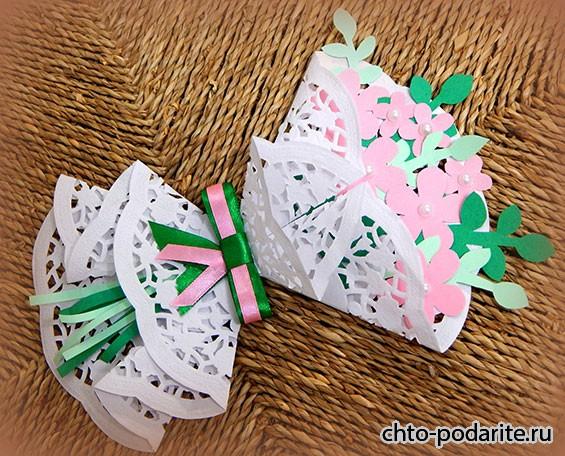 Как сделать букет из ажурных салфеток с ребенком