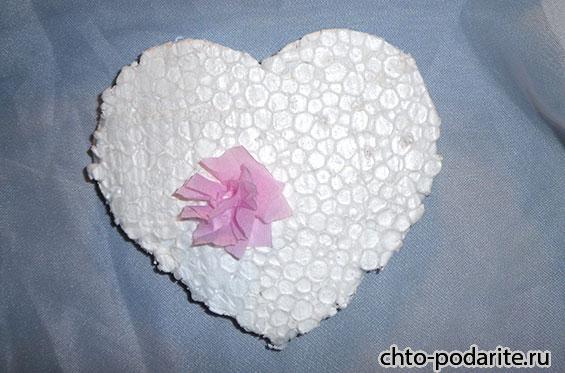 Гофрированная бумага на сердце