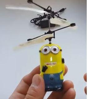 Летающий миньон игрушка