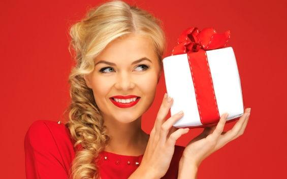 Как показать мужчинам, что вы хотите получить в подарок?