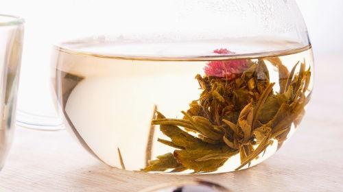 зеленый чай с цветами клевера