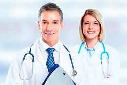 врачи мужчина и женщина