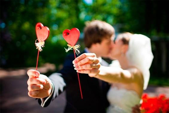 Как поздравить молодоженов со свадьбой: оригинальные идеи