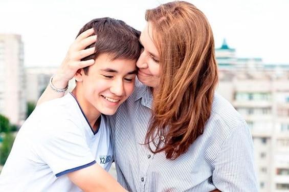 сын подросток с мамой