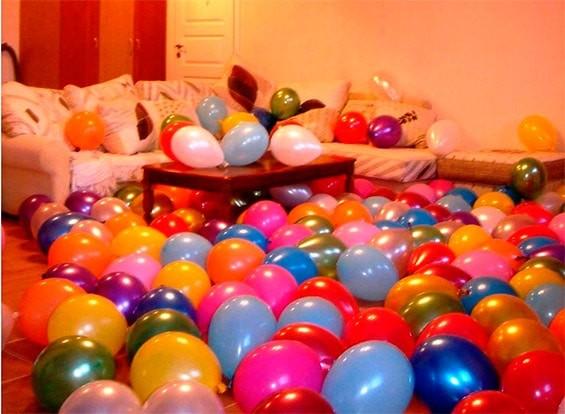 комната в воздушных шарах