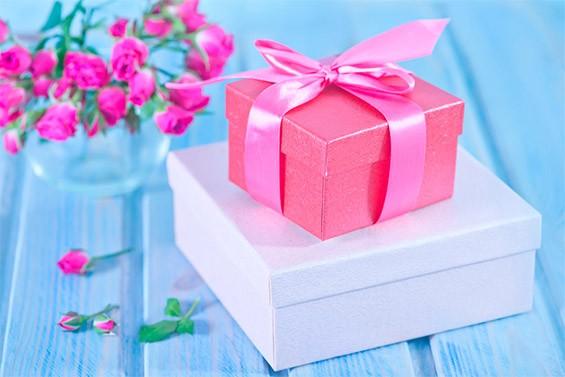 универсальные подарки подруге