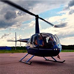 Полет на вертолете над городом