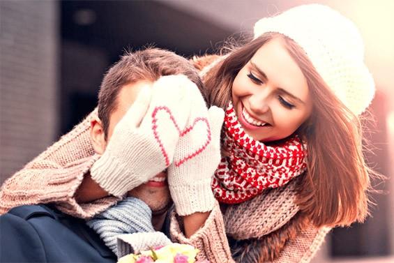 парень и девушка на новый год