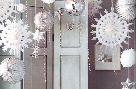 украшение дома из снежинок