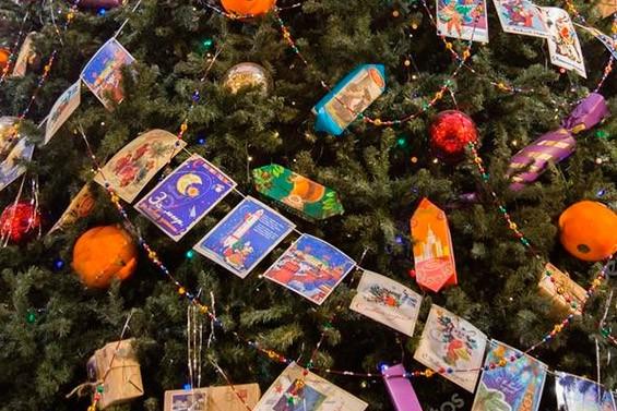 конфеты на елке