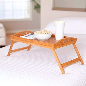 Столик для завтрака из дерева