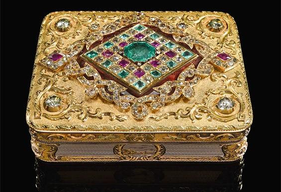 шкатулка с драгоценными камнями